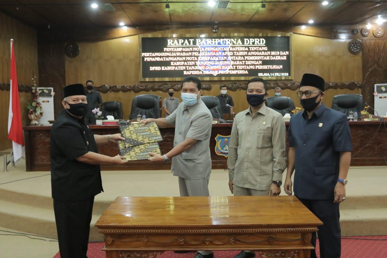 Bupati Safrial dan Pimpinan DPRD (foto/humas)