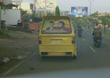 pantauan 31 oktober, Stiker Calon Gubernur Terpampang di Angkutan Kota